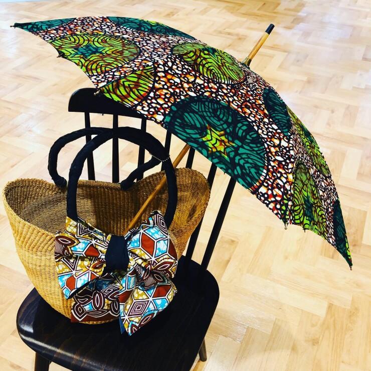 アフリカの布『パーニュ』の晴雨兼用傘が新入荷しました!
